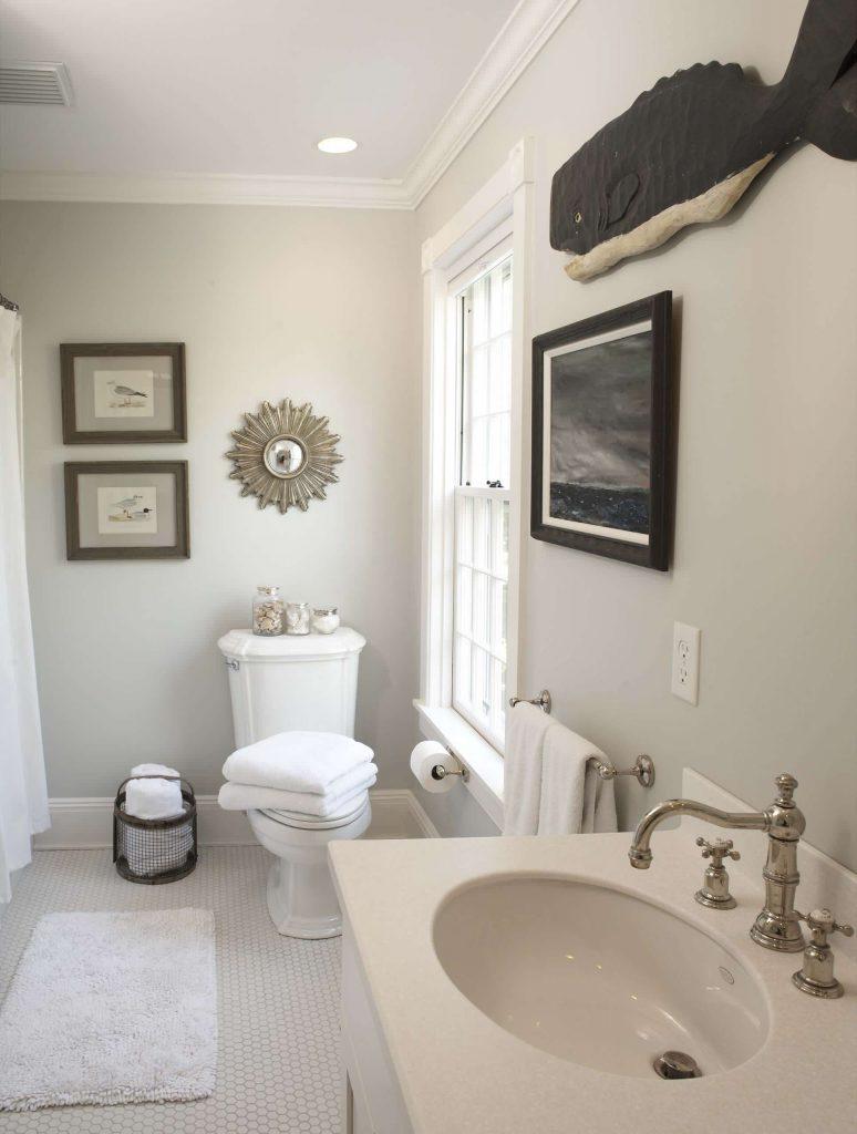 Benjamin Moore Edgecomb Gray HC-173 Washroom